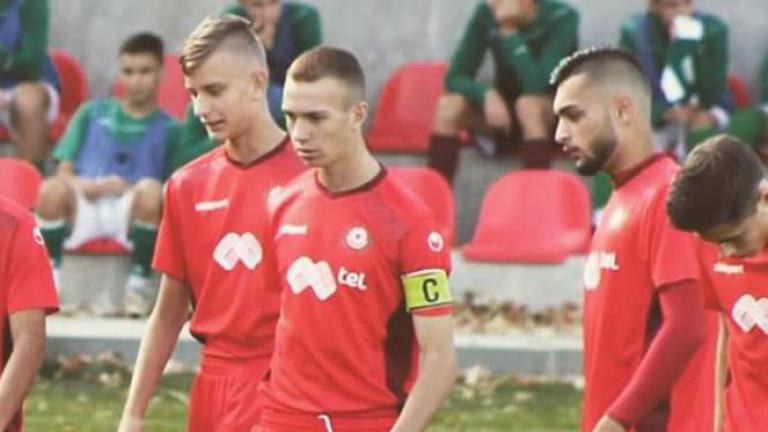 Конкурент на ЦСКА с опит да отмъкне таланти от школата