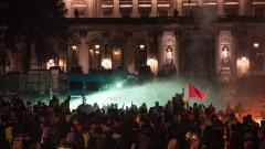 240 души са арестувани във Франция