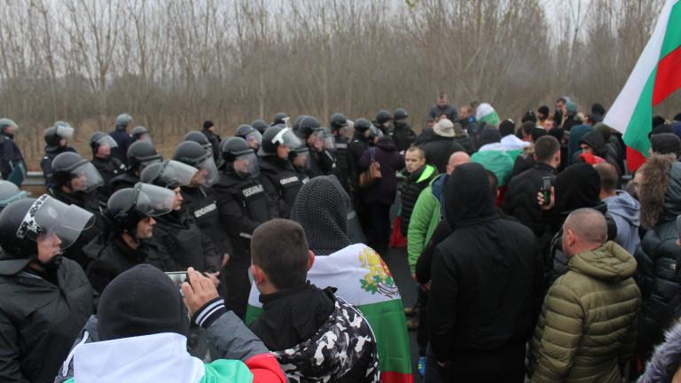 Снимка: Плевнелиев остана без имоти, Този протест отдавна не е на майките