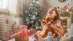 Защо детето няма нужда от повече играчки тази Коледа