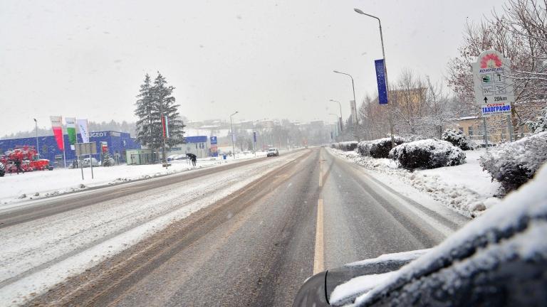 Мокър път причини верижна катастрофа в Горна Оряховица