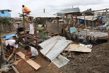 """На Филипините евакуираха 600 хиляди души заради  тайфуна """"Хагупит"""""""