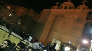 Християни и мюсюлмани се замерват с камъни в Кайро