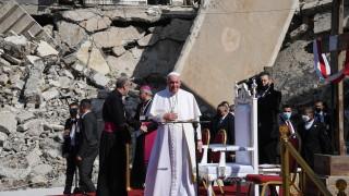 Насред руините в Мосул папата се помоли за жертвите на войната срещу ДАЕШ