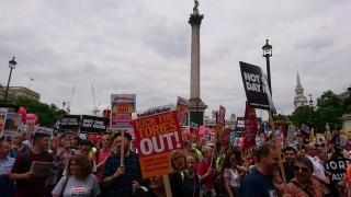 Хиляди протестиращи в Лондон искат оставката на Тереза Мей