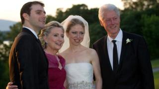 Бил Клинтън ще участва в комедия?!