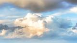 Облачно на изток, слънце на запад