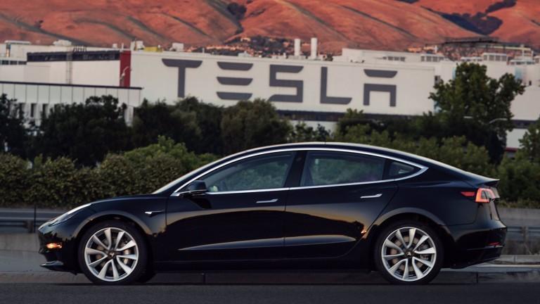 Служител в Tesla опита да продаде Model 3 с близо $100 000 печалба