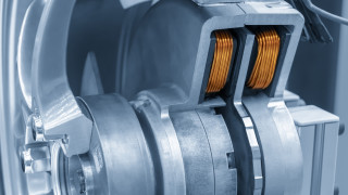 Японски гигант инвестира $1.9 милиарда в завод за мотори за електромобили в Сърбия