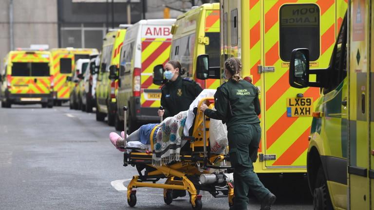 COVID-19 епидемията във Великобритания продължава да е в остра фаза