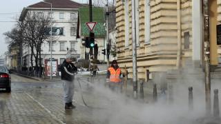 """Довечера мият улиците в """"Подуяне"""", по които се разтече битум"""