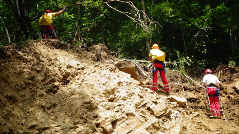Алпинисти обрушват ската на пътя за Рилския манастир