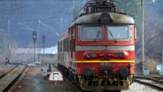 Движението на влаковете между гарите Карлово и Антон ще бъде ограничено