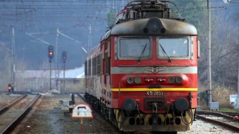 БДЖ отменя влакове заради недостиг на локомотиви