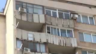 Крадец завърши в болницата след опит да избяга през тераса