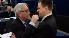 ЕС не е във война с Полша, успокоява Юнкер
