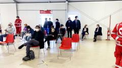 Премиерът на Италия се ваксинира с AstraZeneca, в Рим отварят училищата