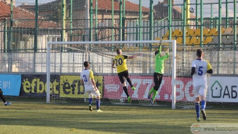 Ботев (Пловдив) стартира с категоричен успех контролите по време на