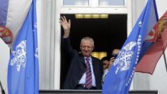 Воислав Шешел запали хърватското знаме в съд в Белград