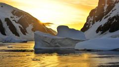 По тениска в Антарктида