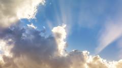 Слънчево, на места - с дъжд и гръмотевици