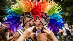 Хиляди хора танцуваха по улиците на Берлин в защита правата на гейовете