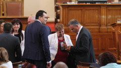 """Депутатите ремонтират кабинета """"Борисов 3"""" със спомени за 10 ноември"""
