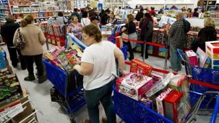 Goldman Sachs: Докато хората продължават да пазаруват, има надежда за икономиката