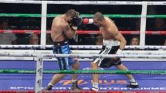 Култово начало на боксовата гала: Грузинец наби треньора си след загуба от нашия Спас Генов!