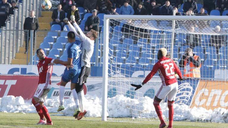 ЦСКА продължава с колебливите си игри в края на есенния