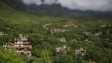 Китайчета стигат до училище по най-опасния маршрут в света