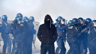 Подпалени автомобили и мол при сблъсъци между младежи и полицията в Нант