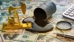 Защо петролът се срина до негативни нива и какво да очакваме?