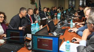 Единодушно гласуваха оставката на Сотир Цацаров