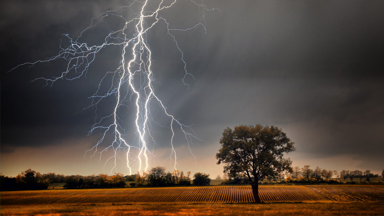 Облачно, с бури, за цялата страна е обявен жълт код