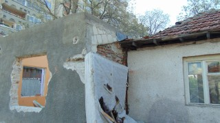 """Бургаският омбудсман се тревожи от нови незаконни строежи в """"Горно Езерово"""""""