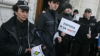 Синдикатите на надзирателите питат защо не пускат журналисти в Софийския затвор
