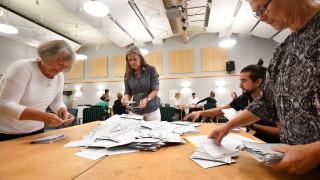 На вота в Швеция социалистите водят със стотни пред десния алианс