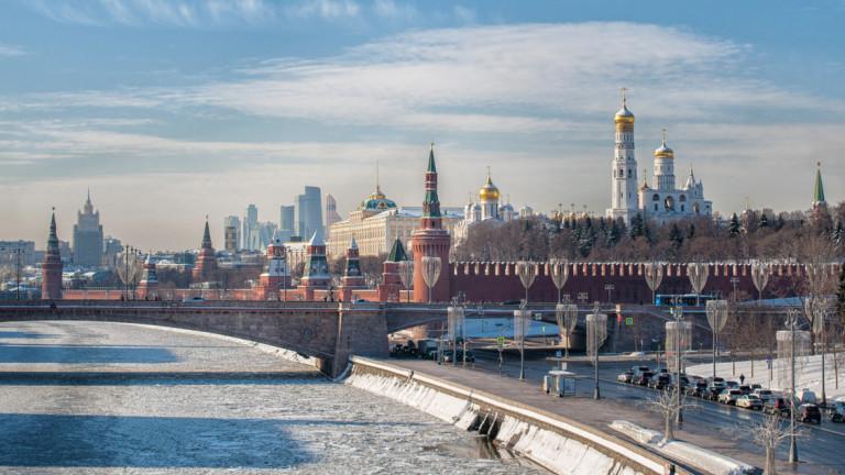 Растежът на икономиката на Русия падна наполовина