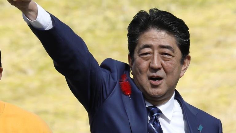 Партията на японския премиер на път да спечели голяма победа на предсрочния вот
