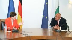 Германският министър на отбраната ни благодари за маските и защитните облекла