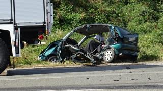 18-годишен загина след удар в бетонен стълб в Плевен