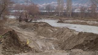 Дигата на Струма край Струмяни е отнесена, сериозна опасност за населението