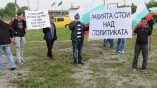 Ракията стои над политиката, обявиха казанджии и блокираха две ГКПП-та