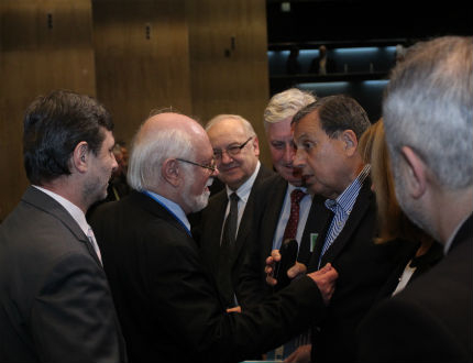 Българската икономика расте и се подобрява структурно, обяви Данев