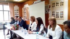 МОН увери младите учители, че правителството инвестира в развитието им