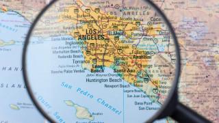 Пътнически самолет изля гориво над училища край Лос Анджелис при аварийно кацане