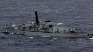 Британия прати бойни кораби срещу френски рибари заради риболовен спор с Франция