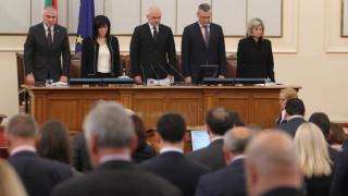 Депутатите с минута мълчание за жертвите в Бургаско