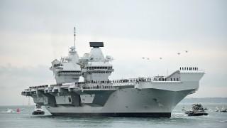 Най-новият кораб за £3,1 милиарда на британския флот протече